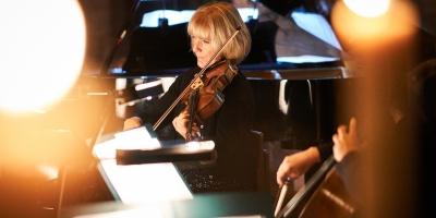 Fiona Bonds, viola